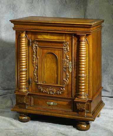 meubles anciens petit cabinet renaissance bertrand klein antiquit s. Black Bedroom Furniture Sets. Home Design Ideas