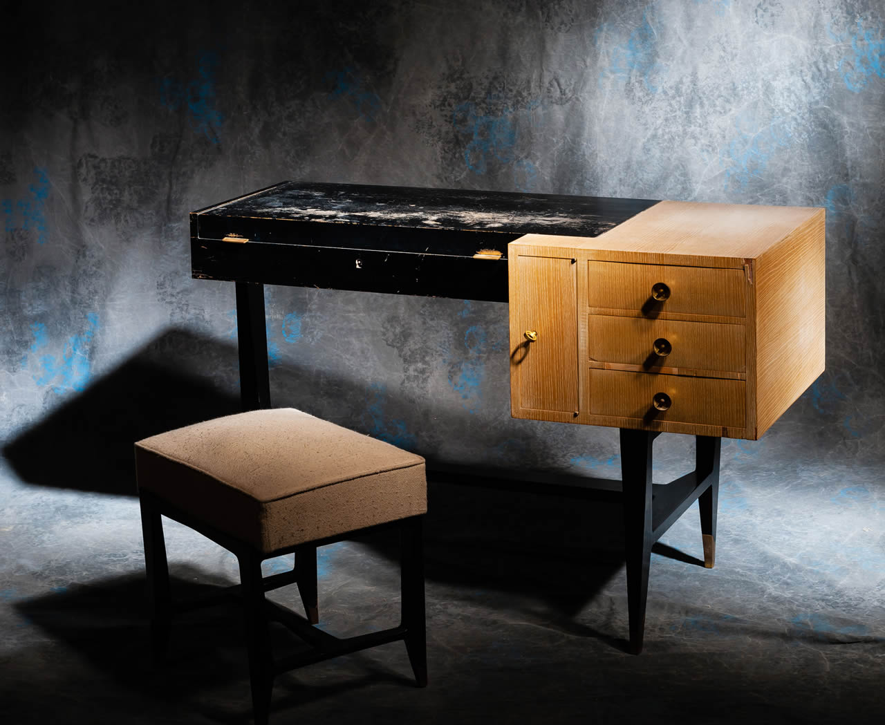 meubles anciens bureau coiffeuse ann es 50 bertrand klein antiquit s. Black Bedroom Furniture Sets. Home Design Ideas