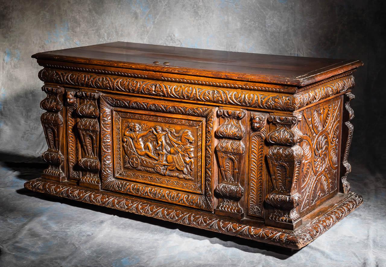 meubles anciens coffre pilastres bertrand klein antiquit s. Black Bedroom Furniture Sets. Home Design Ideas