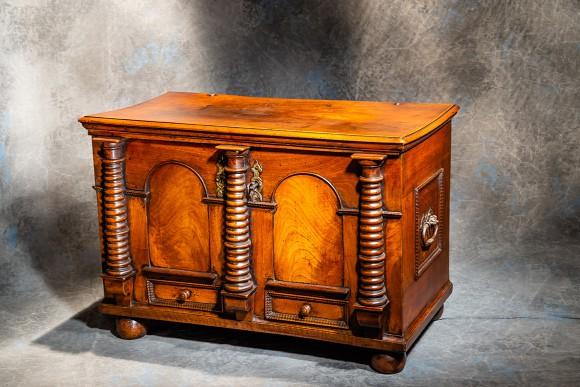 Alsatian chest with 3 columns